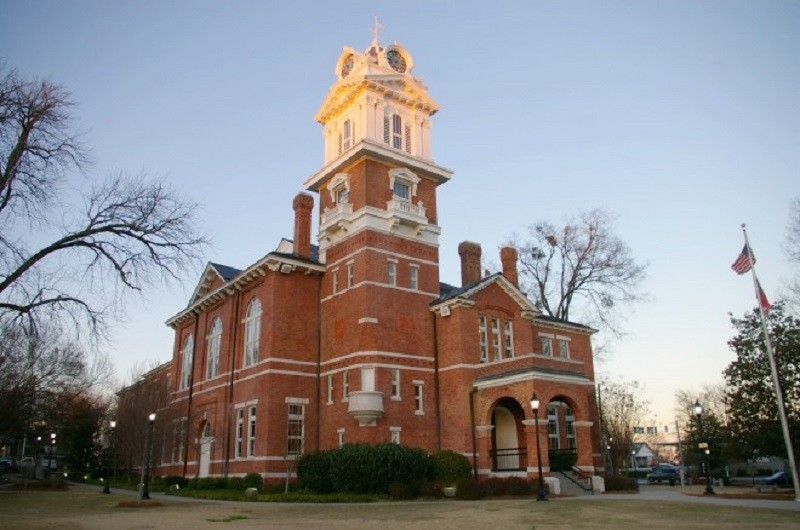 Gwinnett County to hold mass wedding at historic courthouse
